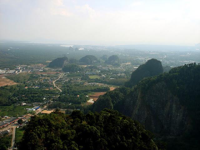 TAILANDIA: Sobreviviendo a los 1237 escalones del templo de la Cueva del Tigre en Krabi