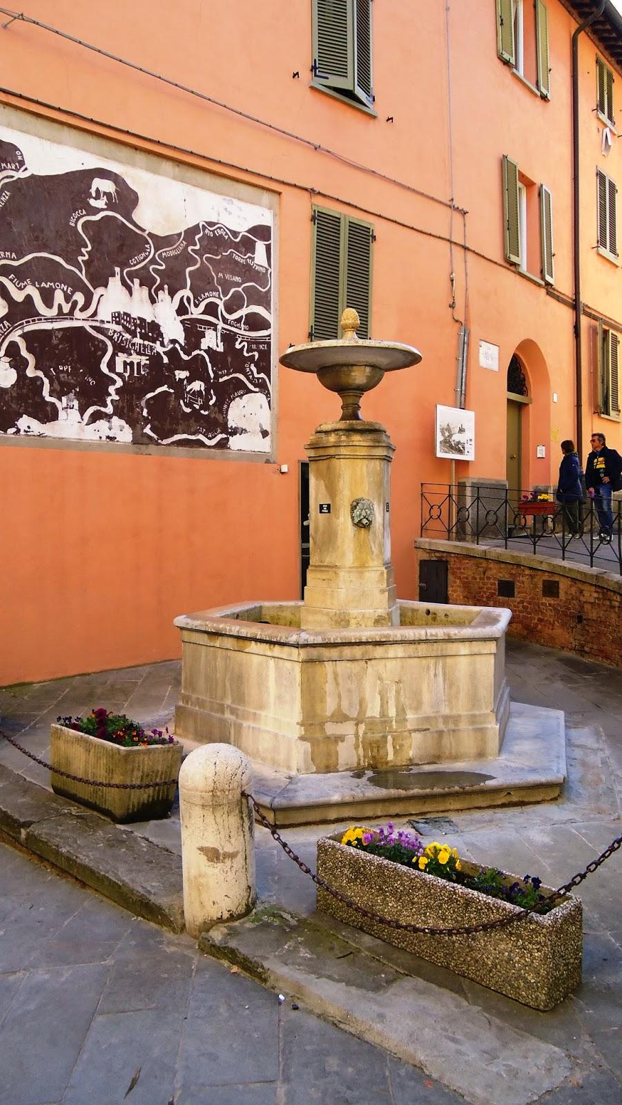 Brisighella, Fontana vecchia - Foto di Monica Gatti La gatita sotto le due torri blog