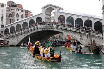 Carnival of Venice 2012, Italy-The traditional water parade of boats - Travel Europe Guide