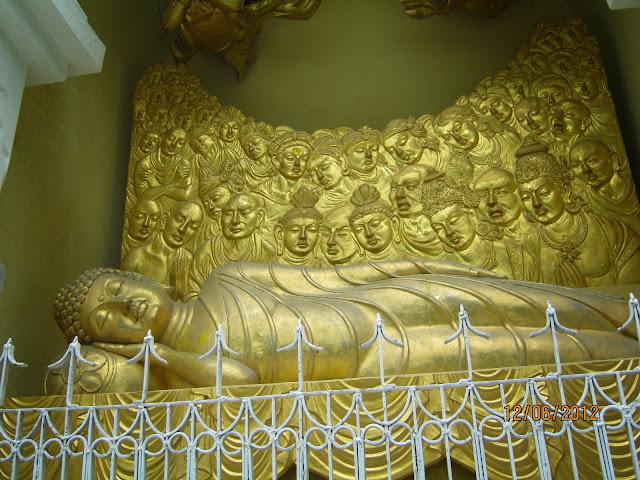 Bodhi stoop , peace pagoda darjeeling