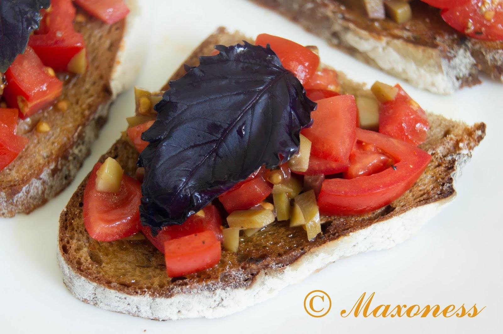 Кростини с помидорами и оливками от Джейми Оливера. Итальянская кухня.