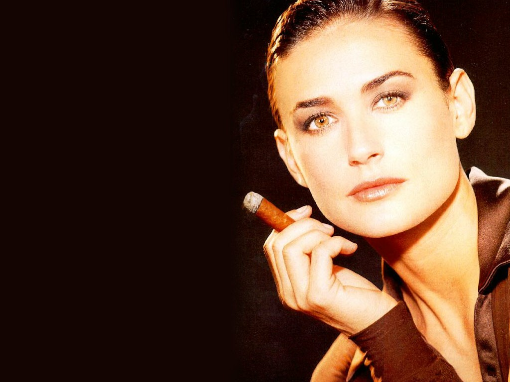 http://2.bp.blogspot.com/-9J3LADSpdos/UND_IVxLHRI/AAAAAAAAnsU/dUy79g2QYf0/s1600/Demi-Moore-cigarre.jpg