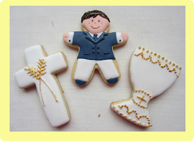 Galletas comunion niño con traje, cruz y caliz