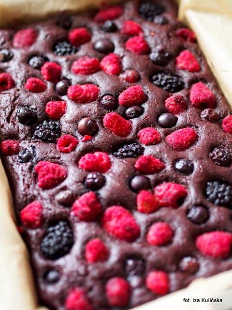 placek czekoladowy z owocami , ciacho , deser , moje wypieki