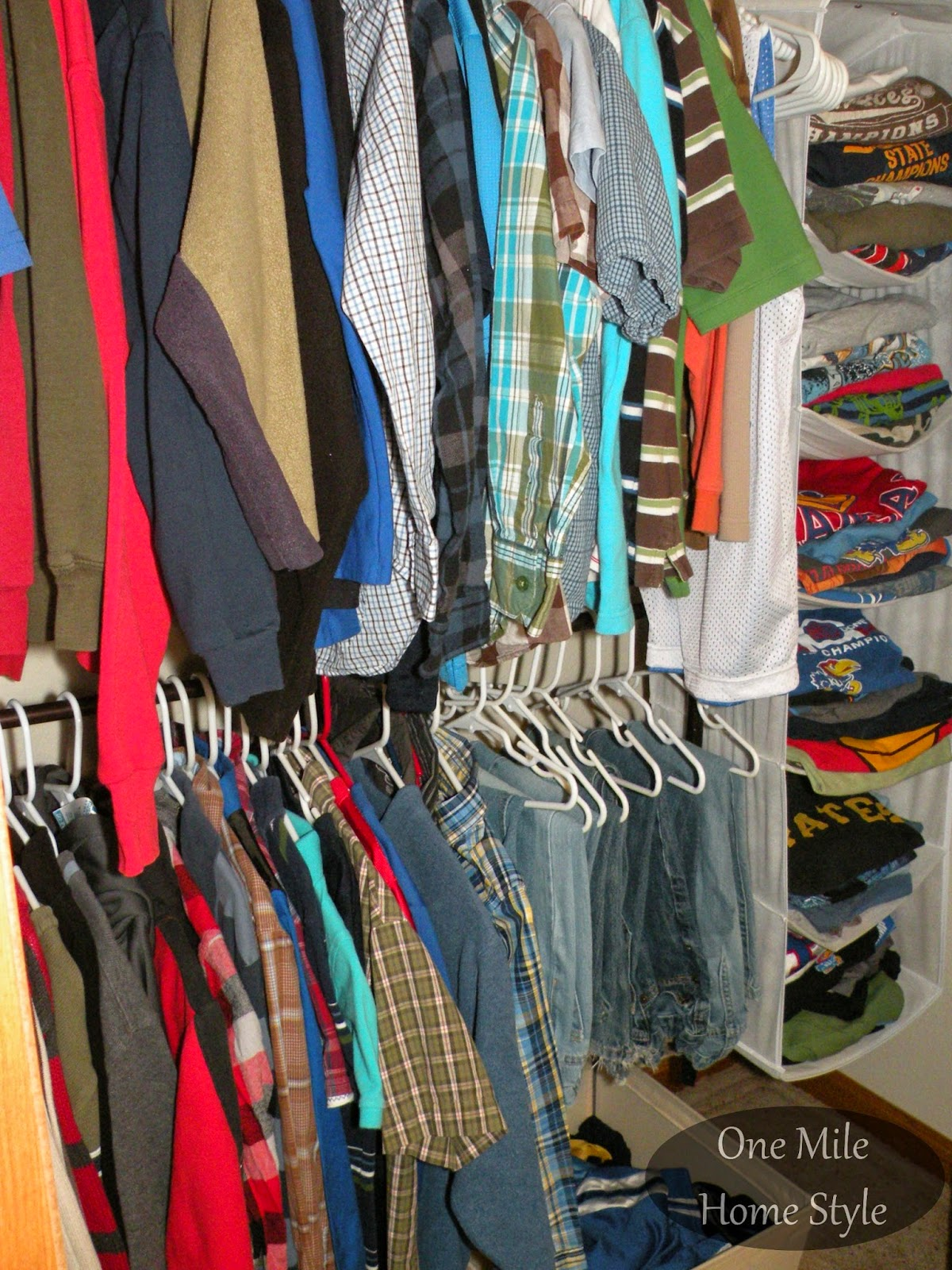 Hanging sweater organizer to organize t-shirts