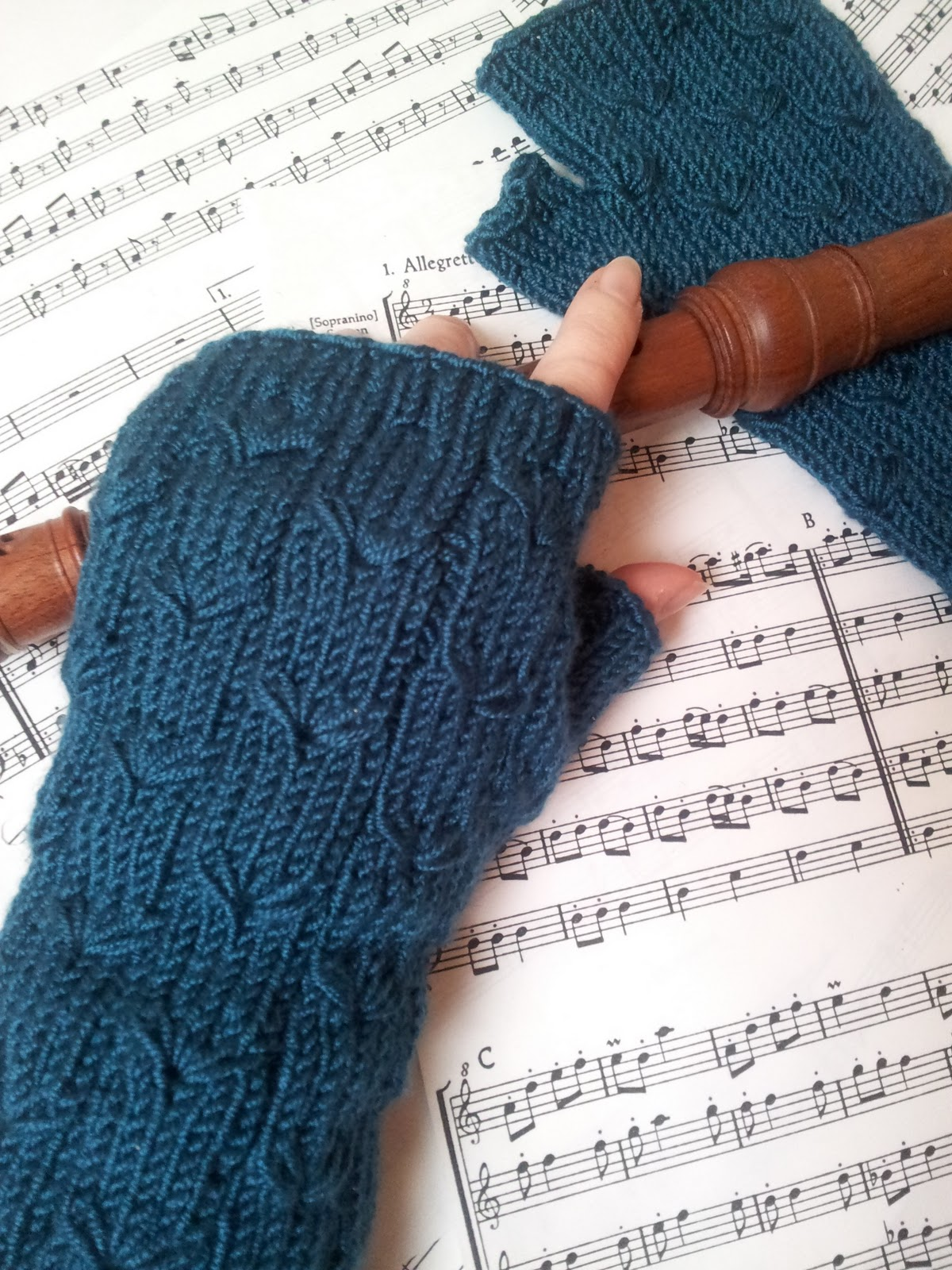 Knitting and so on: Margarete Fingerless Gloves