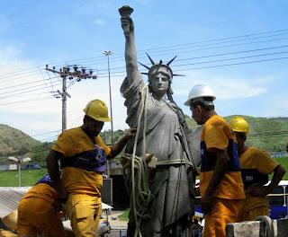 estatua-da-liberdade-da-vila-kennedy