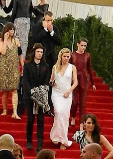 Kristen Stewart - Imagenes/Videos de Paparazzi / Estudio/ Eventos etc. - Página 31 BJpLF6uCIAAFaoO.jpg-large