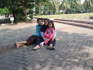 Saya bersama istri dan anak