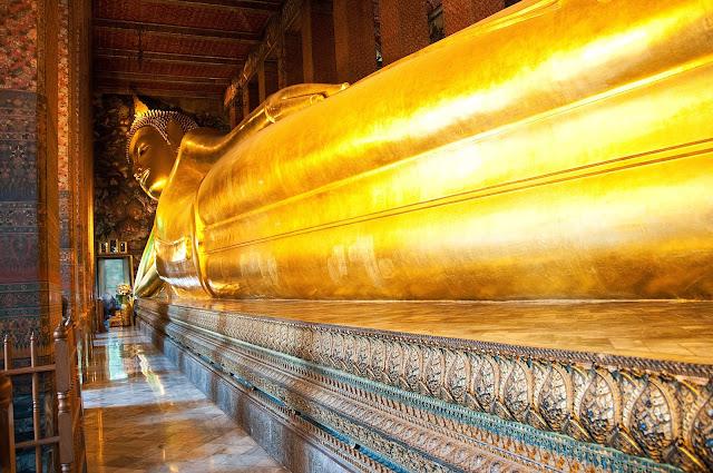 ve may bay di bangkok gia re Wat Pho