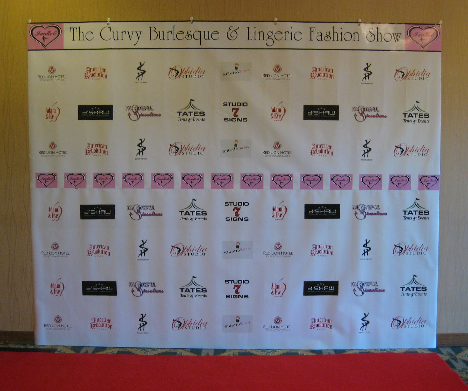 STUDIO 7 SIGNS Red Carpet Media Wall