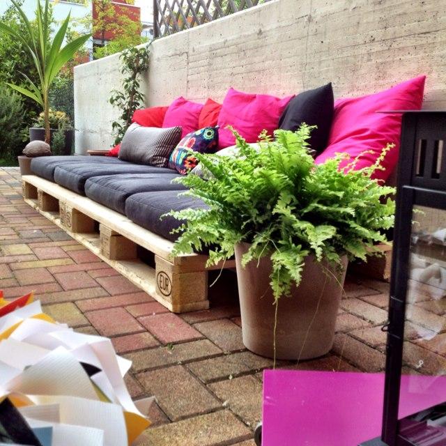 Lounge muy f cil de hacer para el jard n for Jardines con palets