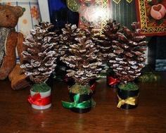 enfeite natalino com pinhas