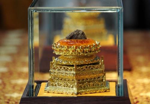 China Antique Buddhist Palace Crystal Relic Ashoka pagoda Statue