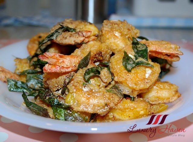 eat withlocals review salted egg yolk prawns
