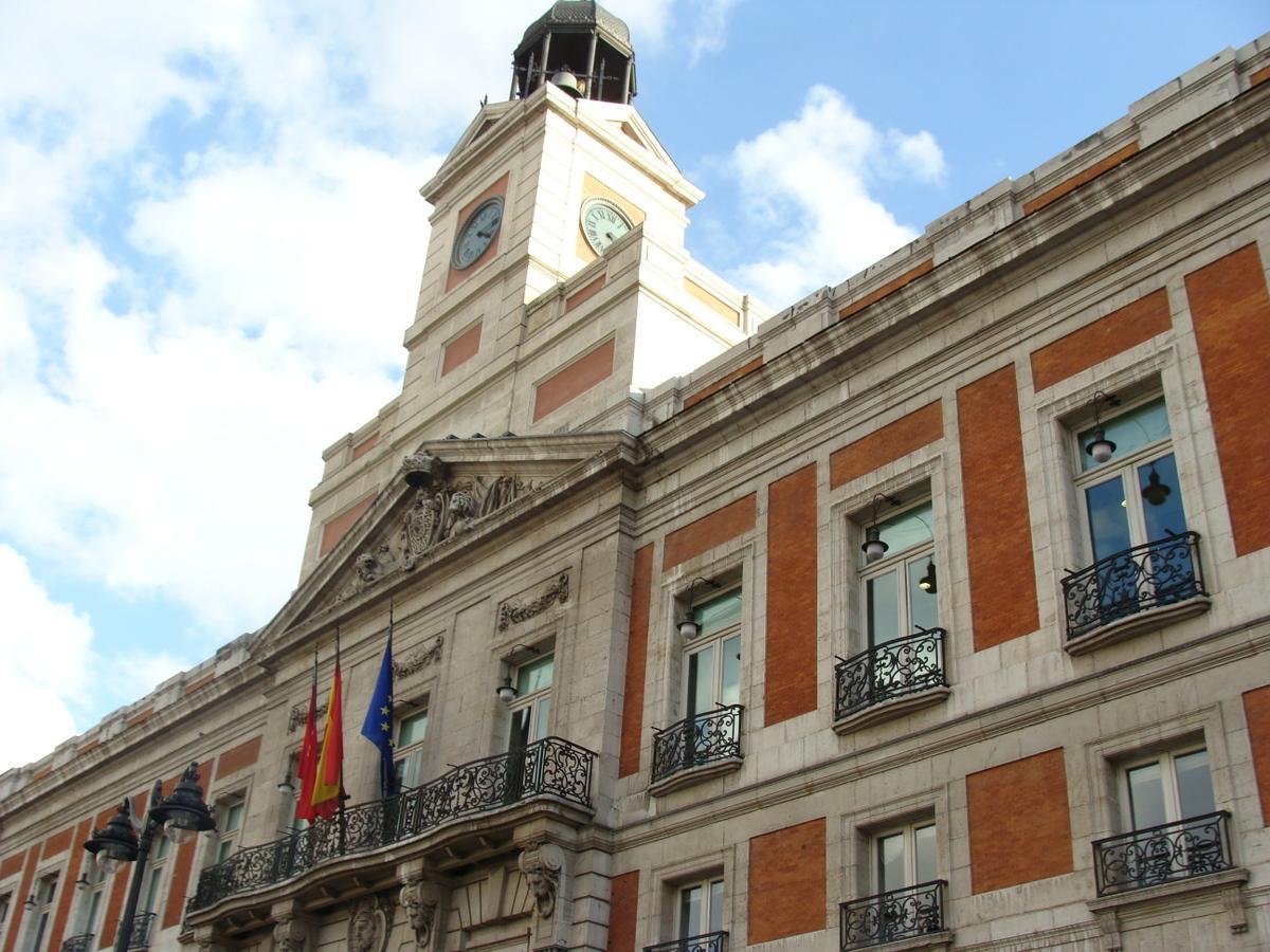 Trip chic vacaciones en madrid con una vespa trip chic for Puerta del sol en directo ahora