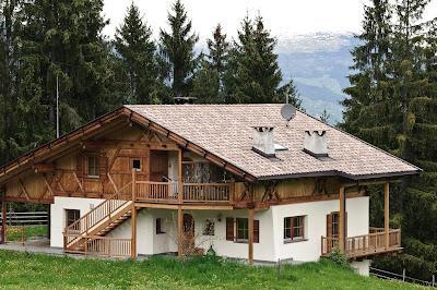 Cabaña de madera en los verdes bosques de Austria