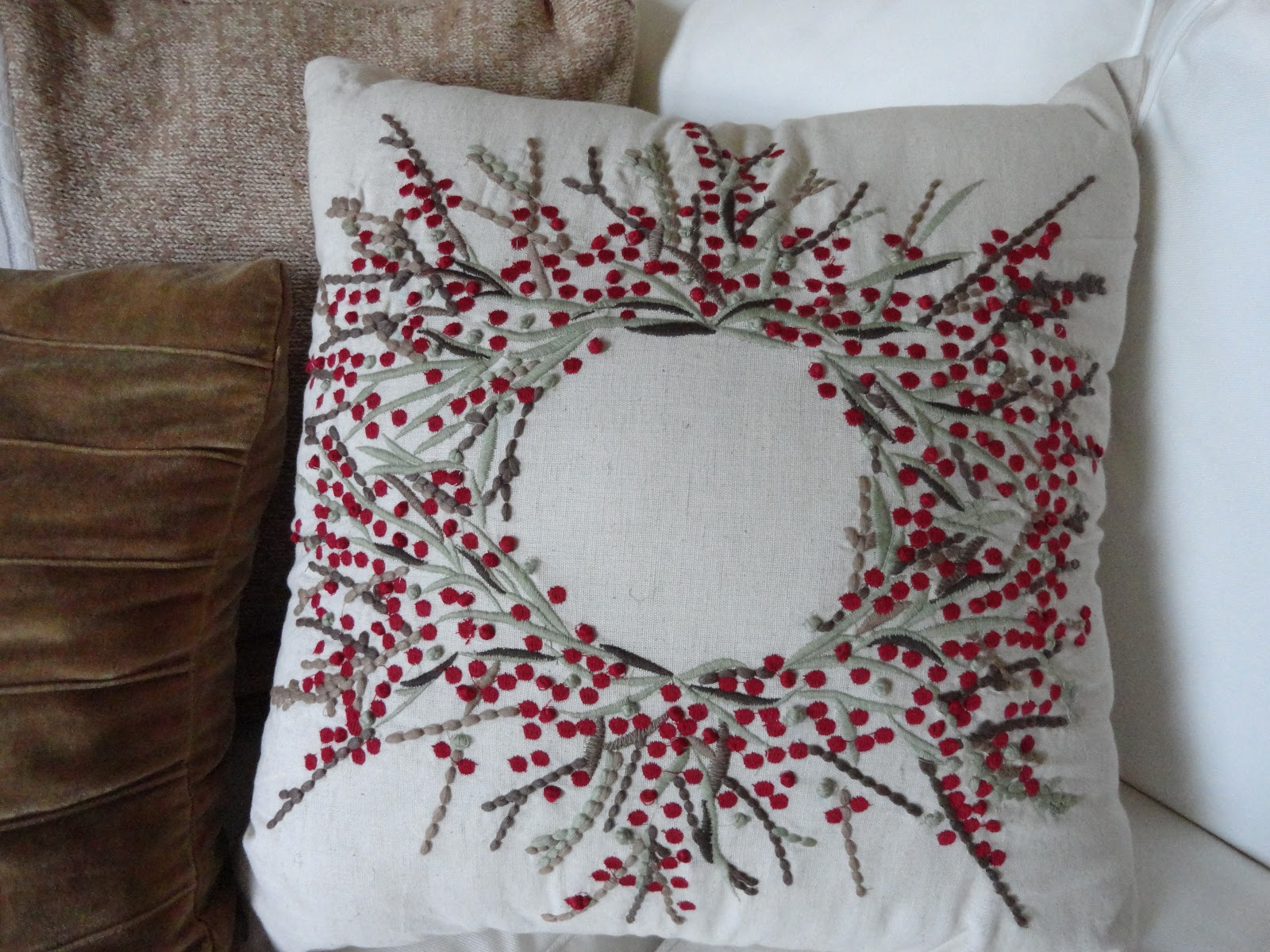 The Long Awaited Home: COPY CAT CHRISTMAS PILLOWS
