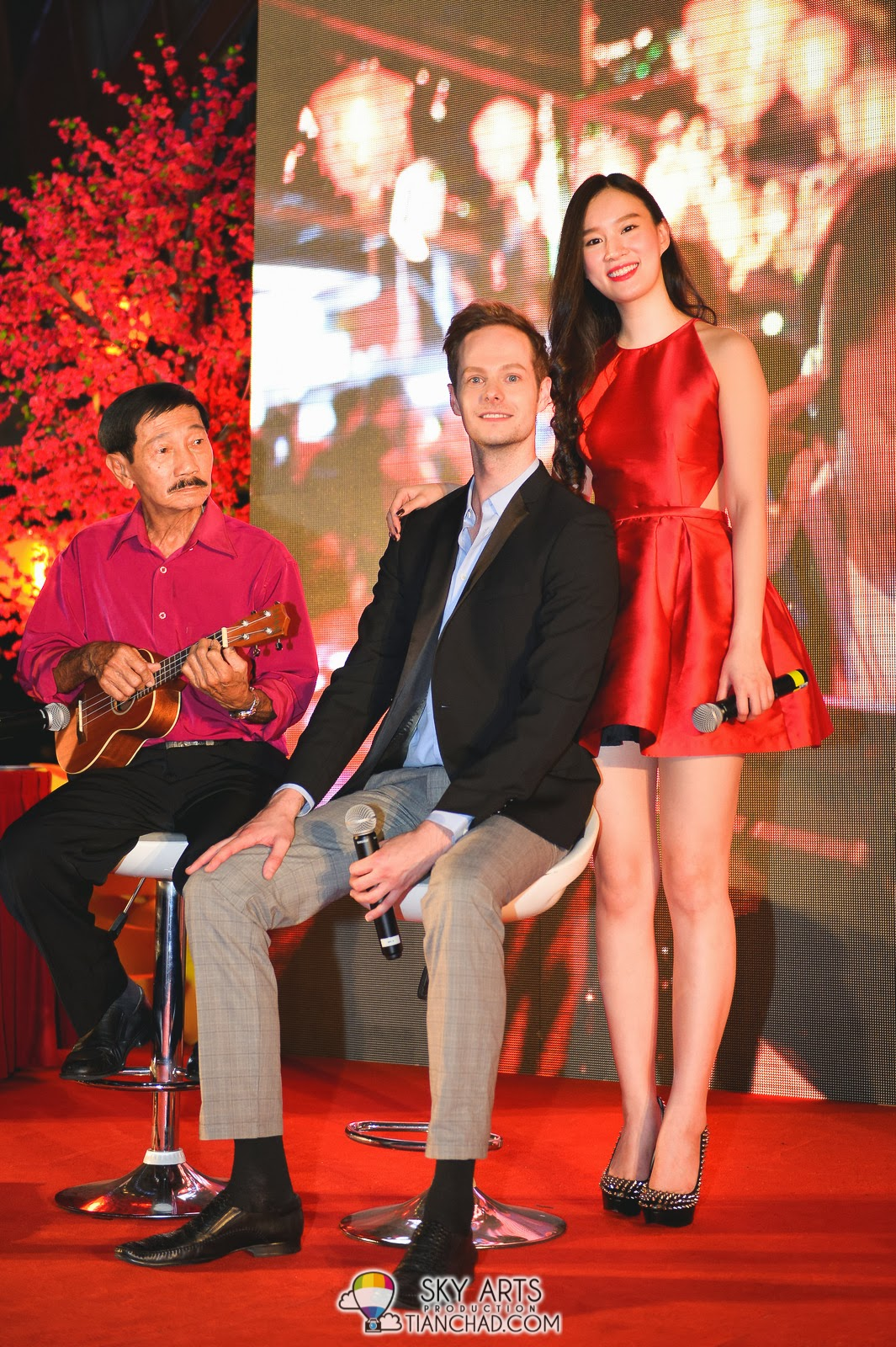 一路有你 The Journey Gala Premiere @ Paradigm Mall  Ben Andrew Pfeiffer与尤凤音在台上的合照