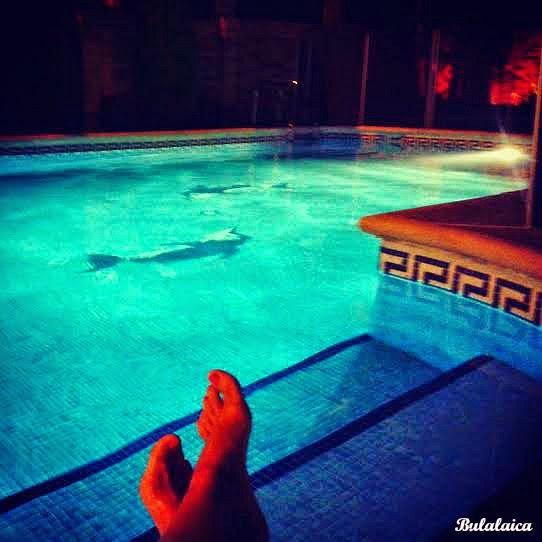 Baño nocturno piscinero