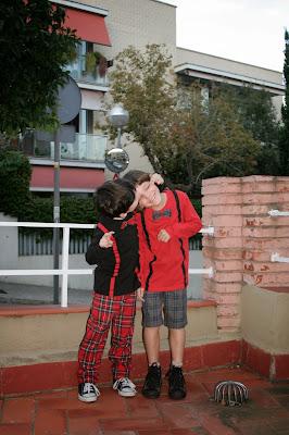 sobrehilado overlock singer lidl tartán niño burda 140 abril 2013 pantalones casar cuadros camisetas pajarita tirantes customización