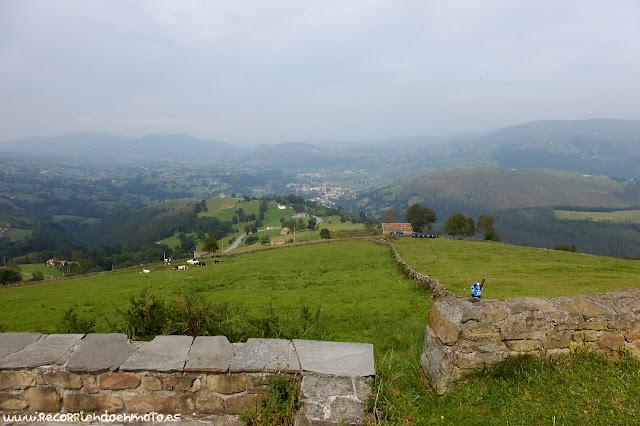 Vista del Valle de Carriedo desde La Braguía