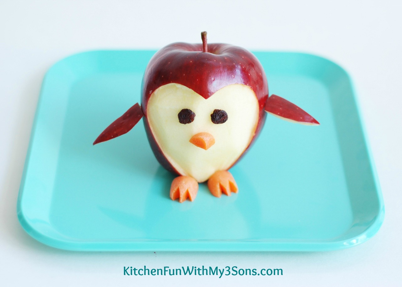 Penguin Apple Fruit Snack...a fun food idea for kids from ...