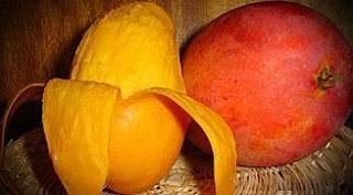 Foto Mango entero y pelado