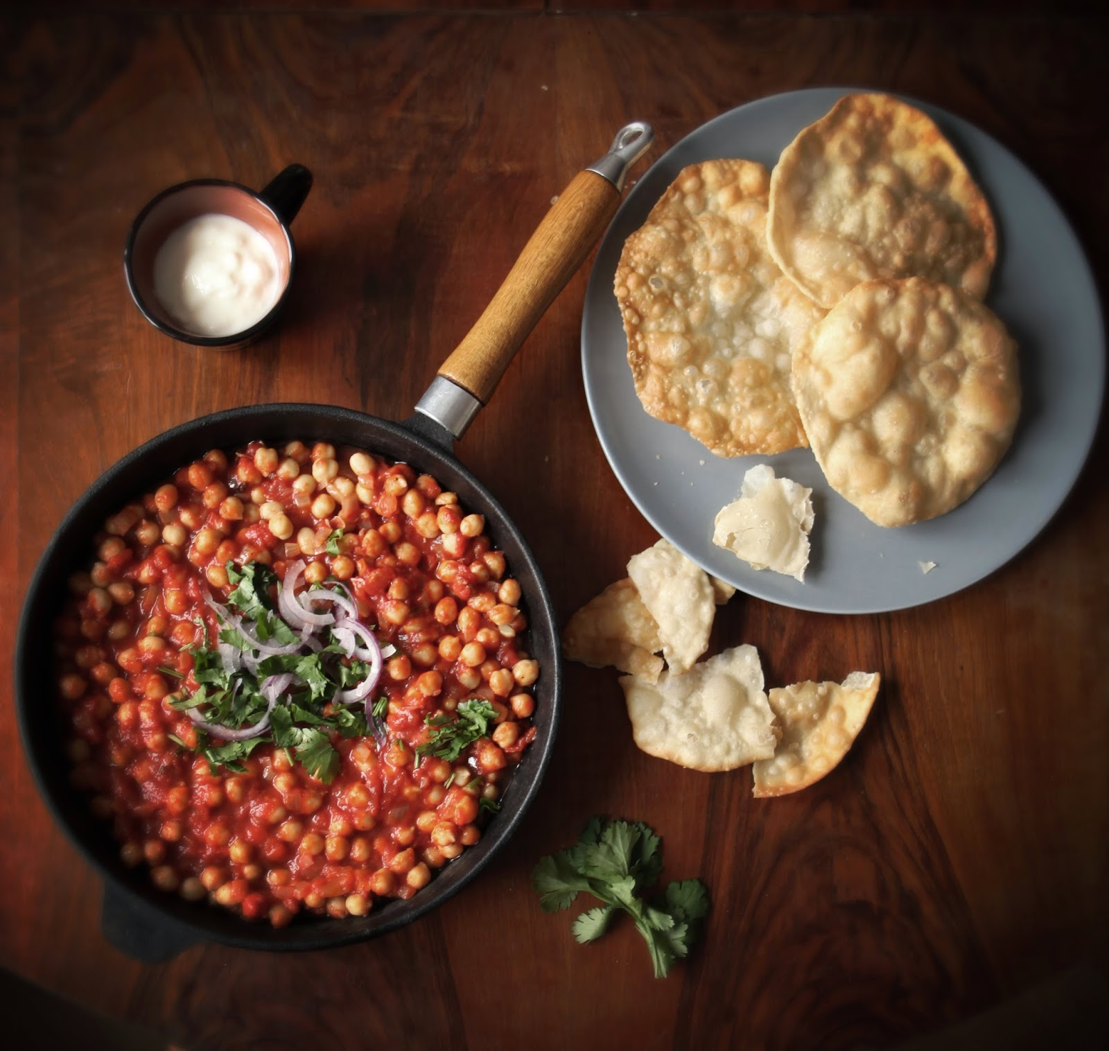 http://our-favorite-apple-pie.blogspot.com/2014/03/chole-bhature-czyli-wegetarianskie.html