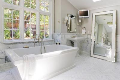 Sử dụng cửa nhựa lõi thép cho phòng vệ sinh