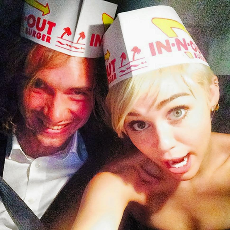 News - MTV VMAs 2014: Miley Cyrus has formerly homeless man accept her Video of the Year award