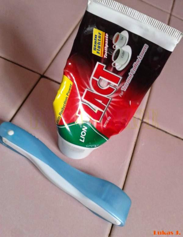 Zact Toothpaste dan sikat gigi travel size favorit admin.