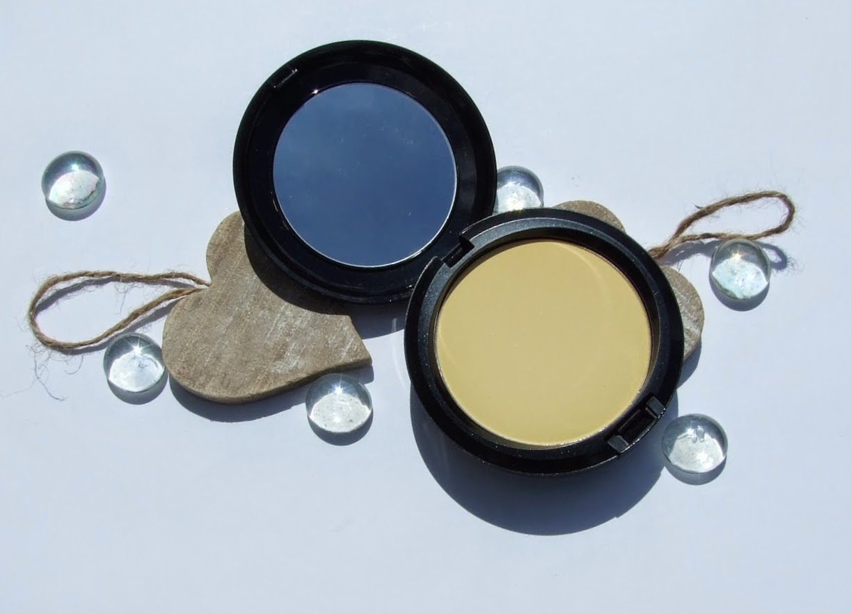 Mac CC Colour Correcting Compact neutralize powder