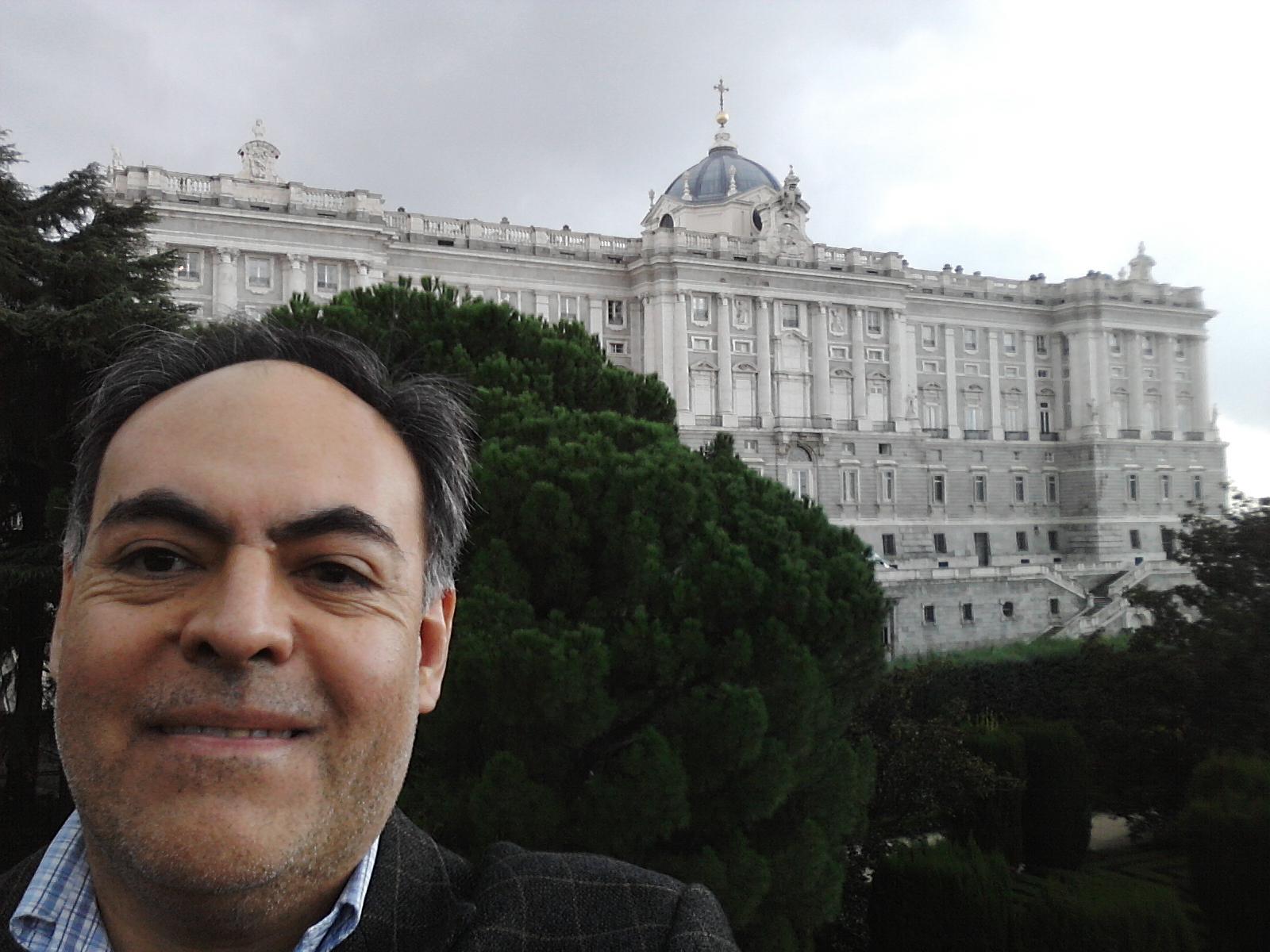 Ante el Palacio Real en Madrid