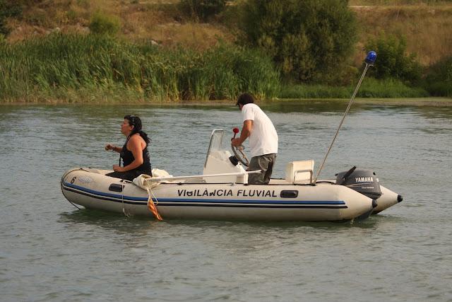 barca que da la salida
