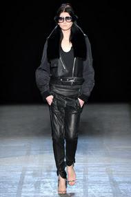 http://2.bp.blogspot.com/-9NBzWmv8Qqc/TktdZqi3ypI/AAAAAAAAAYM/y-SA1f2DQE8/s400/alexander-wang-fashion-week-2011-3.jpg
