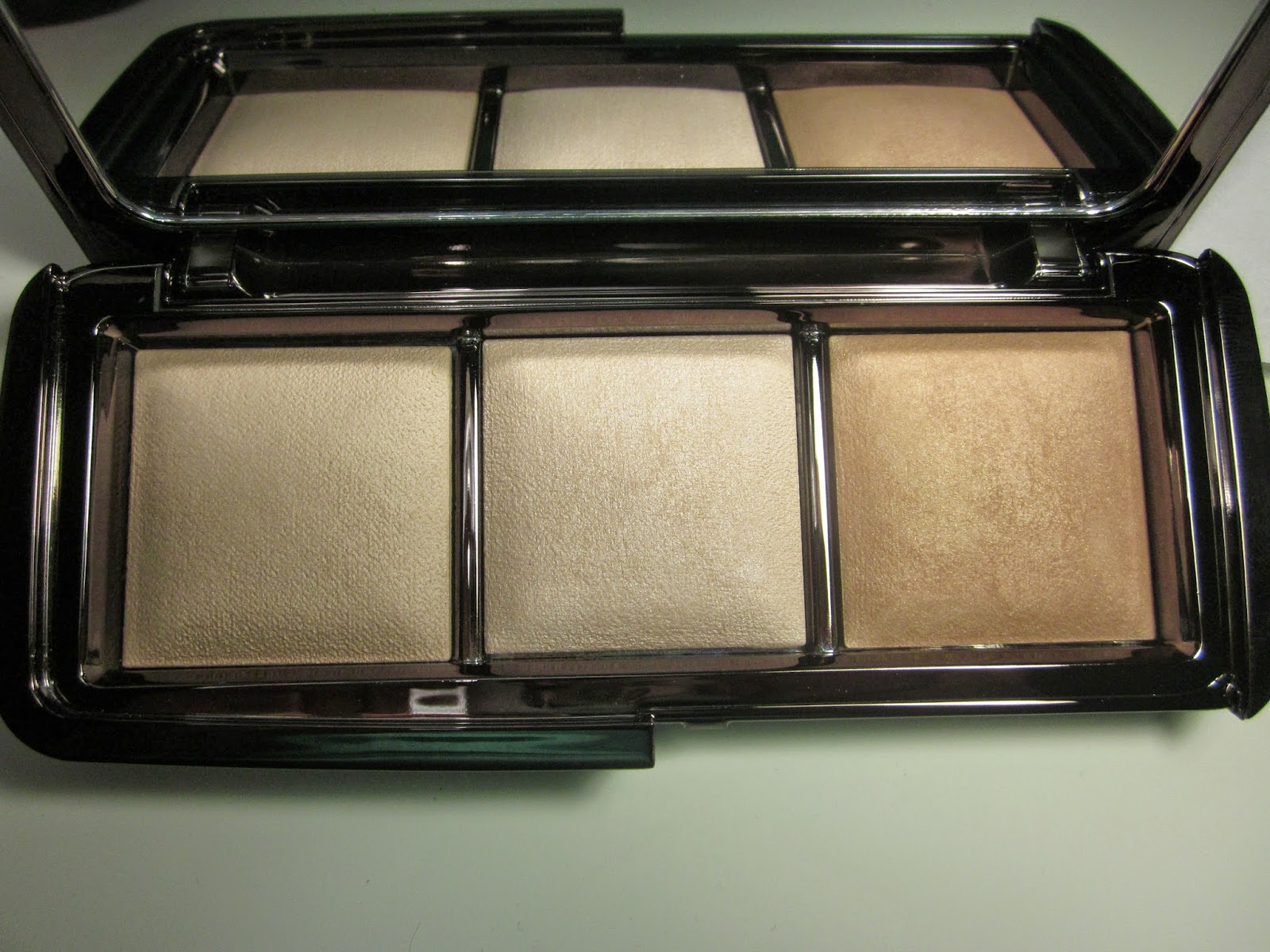 review hourglass cosmetics ambient lighting palette back
