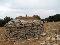 Vista posterior de la barraca de vinya del Ton i el Pep