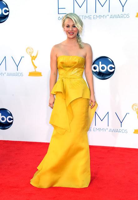 Kaley Couco vestido Ángel Sánchez Emmy 2012