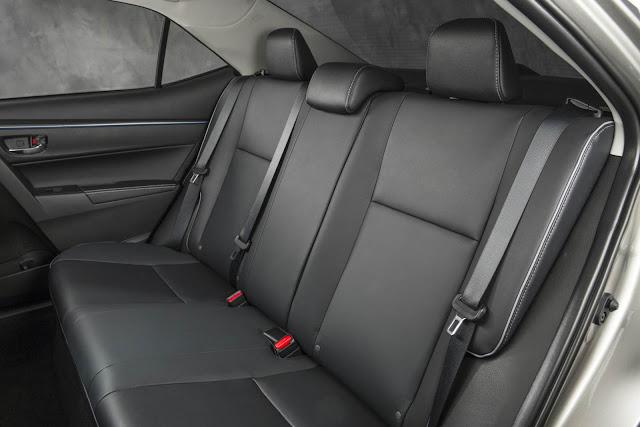 Novo Corolla 2014 - espaço traseiro