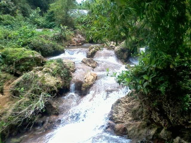 Air terjun utama dibagian tumpukan atas (kurang terlihat) : Air Terjun Banyu Langsih.