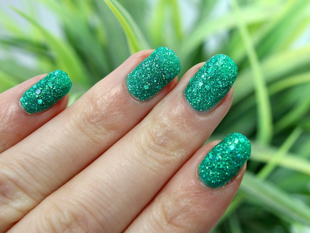 beauty, nails, grün, green, cosmetics, review, glitter, nagellack, drogerie, swatches, nailpolish, misslyn, tragebilder, velvet diamond, oriental emerald, müller, lackiert, glitzer