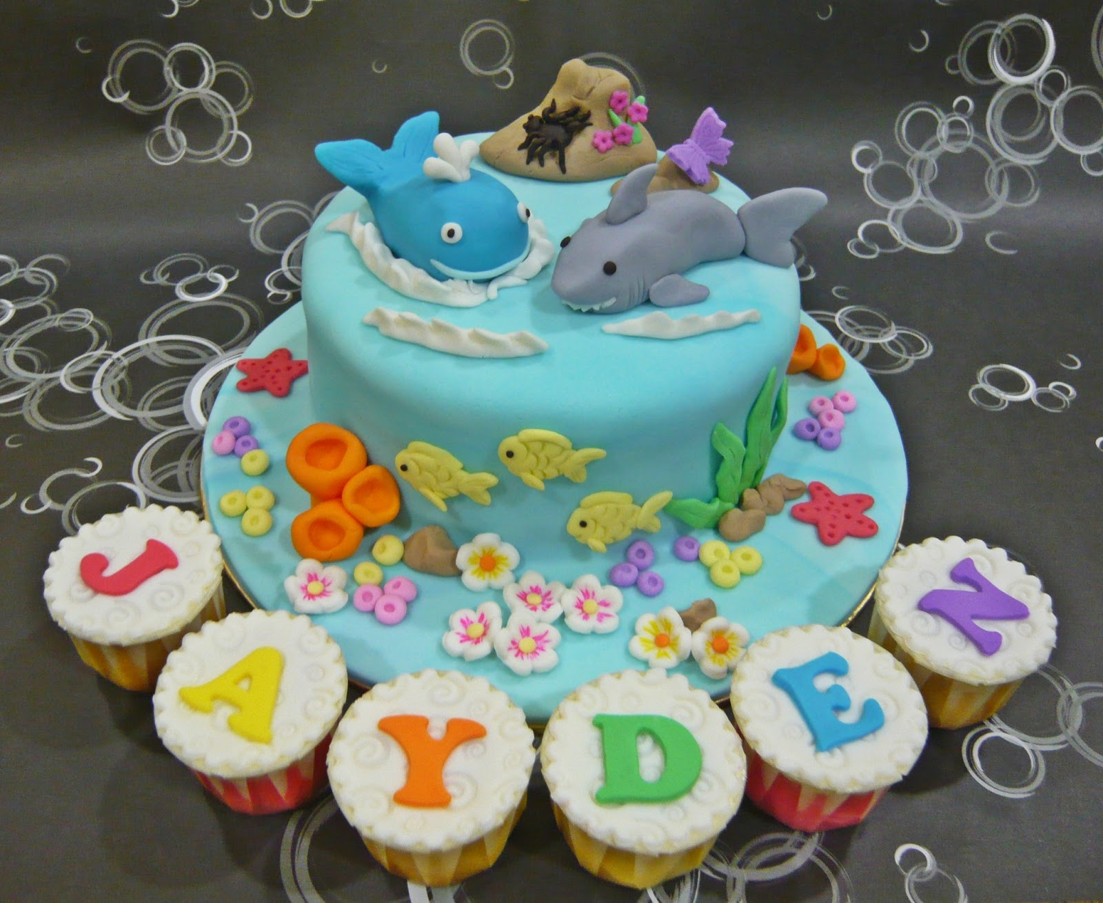 Jenn Cupcakes Muffins Shark And Whale Cake