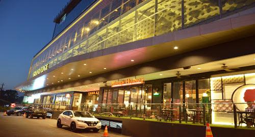 Grand Edge Hotel & Food Arcade