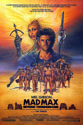 George Miller, George Ogilvie, Mad Max 3, Beyond Thunderdome, Au-delà du dôme du tonnerre, Mel Gibson, Mad Max, Rockatansky, Bruce Spence, Jedediah, gyro captain, Adam Cockburn, Jedediah Jr., Tina Turner, Aunty Entity, Frank Thring, The Collector, Angelo Rossitto, Master, Paul Larsson, Blaster, Angry Anderson, Ironbar, Robert Grubb, Pig Killer, Bartertown, Captain Walker, Fury Road, Charlize Theron, Tom Hardy, geekmehard, geek me hard, test, trailer, critique, avis, comic-book, comics, film, chronique, article