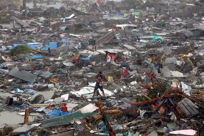 TYPHOON PHILIPPINES 7