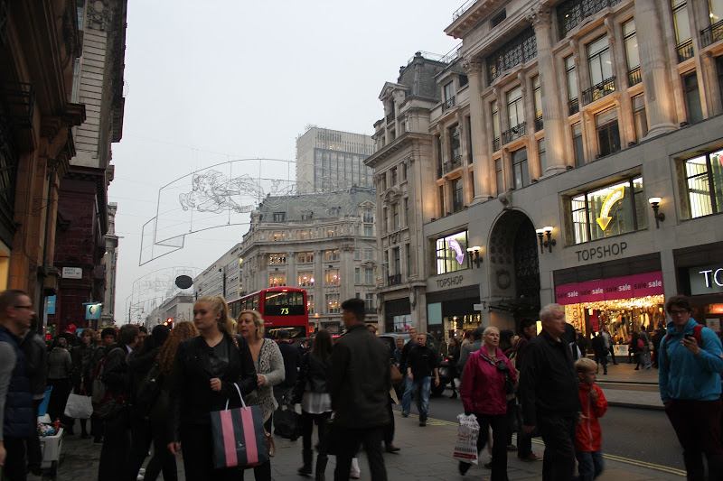 Busy oxford Street, Topshop flagship title=