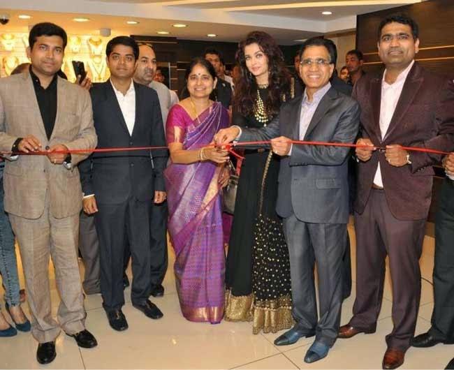 Aishwarya Rai inaugurates Kalyan Jewellers in Delhi