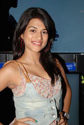 Beautiful Shraddha Das at Bajaj Electronics Showroom Launch Pics