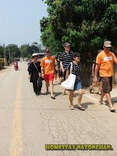 เดินดูบรรยากาศในหมู่บ้าน